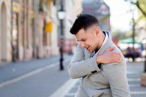 man shoulder pain